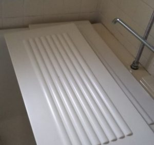 公団の風呂蓋は残しておく。